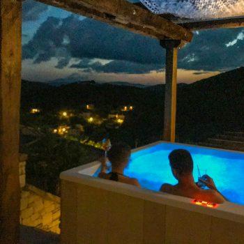Εξωτερικό Υδρομασάζ (In/out Pool-Jacuzzi)